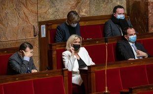 Marine Le Pen à l'Assemblée le 1er février 2021 lors de la première séance publique de débat sur le projet de loi sur les