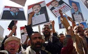 """Le Parlement yéménite a approuvé samedi à l'unanimité un projet de loi accordant l'immunité """"totale"""" au président contesté Ali Abdallah Saleh et partielle à ses collaborateurs, a rapporté un journaliste de l'AFP."""