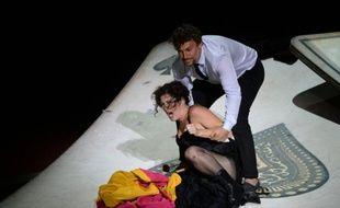 Jonas Kaufmann en Don José (d) et Kate Aldrich en Carmen répètent sur la scène des Chorégies d'Orange le 5 juillet 2015