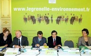"""Le Grenelle de l'environnement a entamé mercredi son marathon final de deux jours de négociations, pour opérer la """"révolution écologique"""" qui doit réorienter l'économie française, en commençant par la question du changement climatique"""