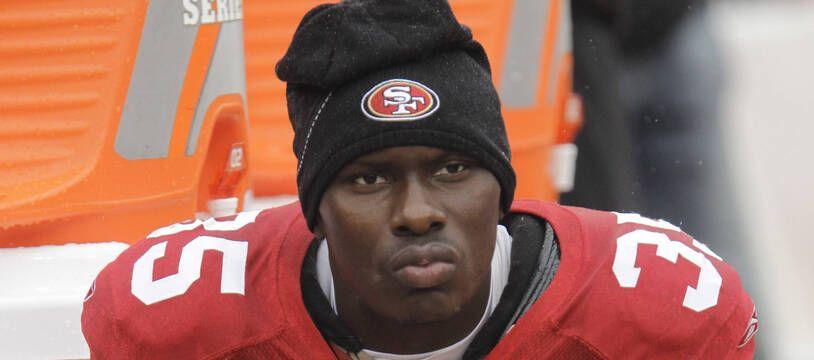 Phillip Adams, ici en 2010 sous le maillot des 49ers de San Francisco, est accusé d'avoir tué cinq personnes avant de se suicider le 8 avril 2021.