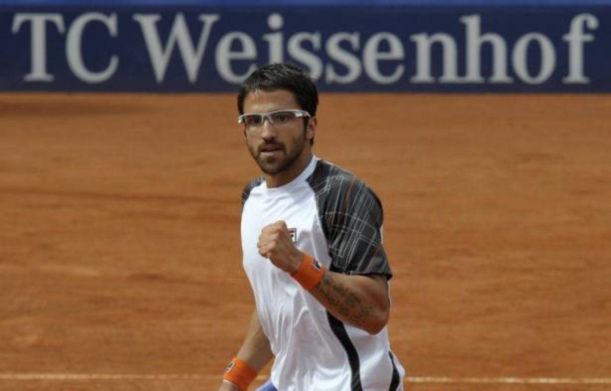 Le Serbe Janko Tipsarevic, 8e joueur mondial, a remporté le tournoi ATP de Stuttgart en battant en finale l'Argentin Juan Monaco (N.14), 6-4, 5-7, 6-3, dimanche sur la terre battue allemande – Thomas Kienzle afp.com