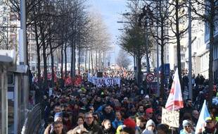 Grenoble Metropole le 09/01/2020 : Une nouvelle mobilisation ce jeudi 09 janvier 2020 plusieurs milliers depersonnes dans les rues de Grenoble Isere contre la reforme des retraites a l appel de tous les syndicats//ALLILIMOURAD_1452.1458/2001091701/Credit:ALLILI MOURAD/SIPA/2001091702