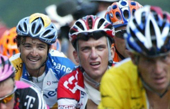 L'ancien coureur cycliste américain Tyler Hamilton, coéquipier de Lance Armstrong, détaille le système de dopage au sein de leur formation, notamment la manière dont ils s'approvisionnaient en EPO lors du Tour de France, dans un livre dont le Times a publié des extraits mercredi.