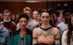 Patricia Allison (Ola) et Tanya Reynolds (Lily) dans la saison 2 de «Sex Education».