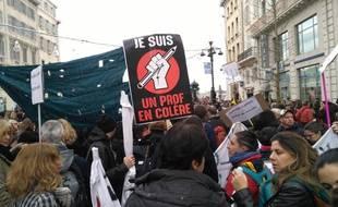 A Marseille, les enseignants en colère contre la réforme des retraites, pour la manif du 5 décembre.
