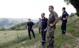 Tournon-sur-Rhône (Ardèche), le 21 juin 2011. Un groupe composé de pompiers, de secouristes et de volontaires effectuent des recherches pour retrouver Marie-Jeanne Meyer, disparue alors qu'elle faisait son jogging.