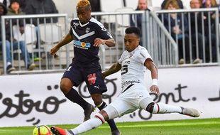 Mexer tacle Kamano lors du dernier Bordeaux - Rennes.