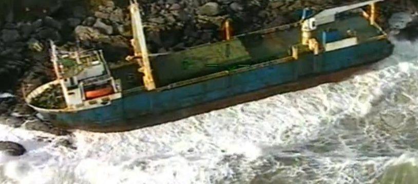 Le cargo MV Alta a été découvert par les gardes-côtes irlandais, le 17 février 2020, après le passage de la tempête Dennis.