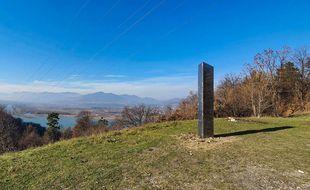 Un monolithe, du  genre de celui apparu en novembre à Piatra Neamt en Roumanie (photo) a été repéré à Toulouse le 9 décembre, avant de disparaître.