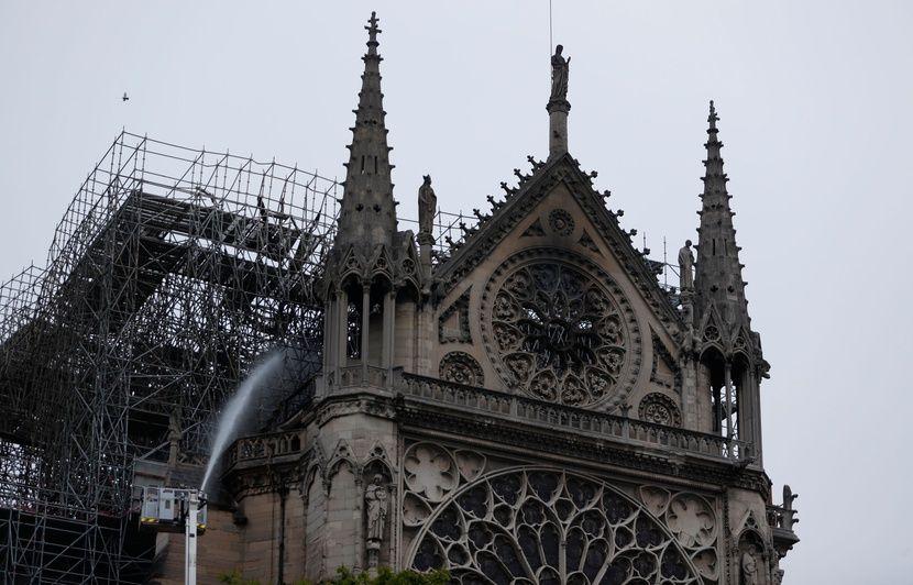 Incendie à Notre-Dame de Paris EN DIRECT: Notre-Dame: Les dons d'entreprises et des fortunes françaises dépassent 600 millions d'euros...