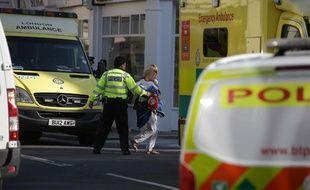 """Les policiers sont sur les lieux après un """"incident"""" dans une station de métro de Londres"""