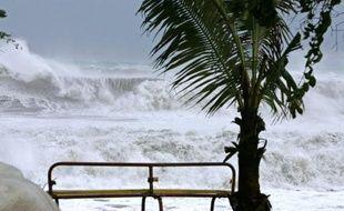 Une pré-alerte cyclonique a été déclenchée lundi à compter de 13H00 locales par le préfet de la Réunion, à l'approche d'une dépression tropicale prévue de se transformer en cyclone et risquant de menacer l'île dans les jours à venir.