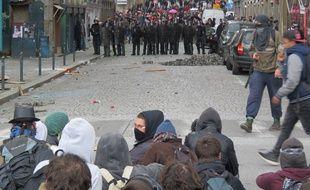Des heurts ont éclaté entre policiers et manifestants le jeudi 31 mars dans le centre-ville de Rennes.