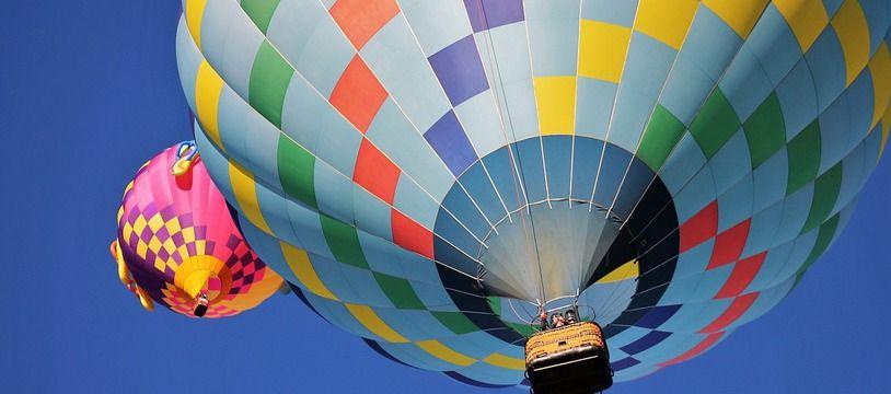 Une montgolfière.