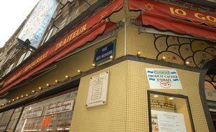 Le restaurant de la rue des Rosiers à l'occasion du 20e anniversaire de l'attentat, en 2002.