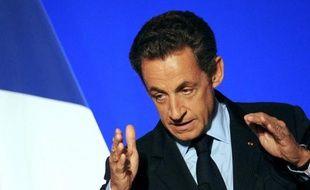 Nicolas Sarkozy continue d'afficher en novembre un très bas niveau de popularité, après deux mois difficile marqués notamment par la réforme des retraites, selon plusieurs sondages rendus publics lundi.