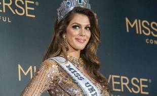 Miss Univers, Iris Mittenaere, pendant sa première conférence de presse à Pasay City.