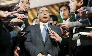 L'augmentation des prix a continué de s'accélérer en novembre au Japon où les autorités ont lancé une véritable guerre contre la déflation, avec le Premier ministre Shinzo Abe comme stratège et la Banque du Japon comme artificier.