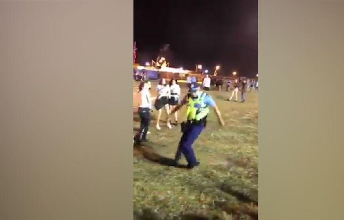 Un policier se lâche pendant un festival Techno – capture d'écran