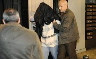 Un maniaque sexuel multirécidiviste, Bruno Cholet, 51 ans, a été mis en examen dimanche à Paris pour le meurtre de l'étudiante suédoise retrouvée morte le 19 avril en forêt de Chantilly (Oise), à l'issue d'une enquête éclair des enquêteurs de la Criminelle.