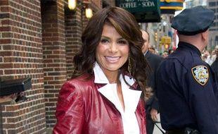 """La chanteuse Paula Abdul, à sa sortie de l'émission """"The Late Show With David Letterman"""", à New York, le 04 juin 2009."""