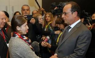 Jinan Badel et François Hollande le 7 septembre 2015 à Paris lors  une conférence internationale sur les victimes des violences ethniques et religieuses au Moyen-Orient