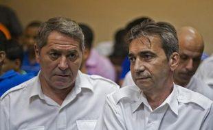 Les deux pilotes Jean-Pascal Fauret (g) et Bruno Odos, le 4 février 2014 à Higuey, en République dominicaine