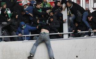 Les supporters de Saint-Etienne lors des incidents de Nice, le 23 novembre 2013, à l'Allianz-Riviera.