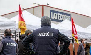 Un rassemblement de la CGT contre le plan social chez l'équipementier aéronautique Latécoère, le 8 décembre 2020 à Toulouse.