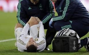 Eden Hazard à terre lors de Real Madrid-PSG, le 26 novembre 2019.