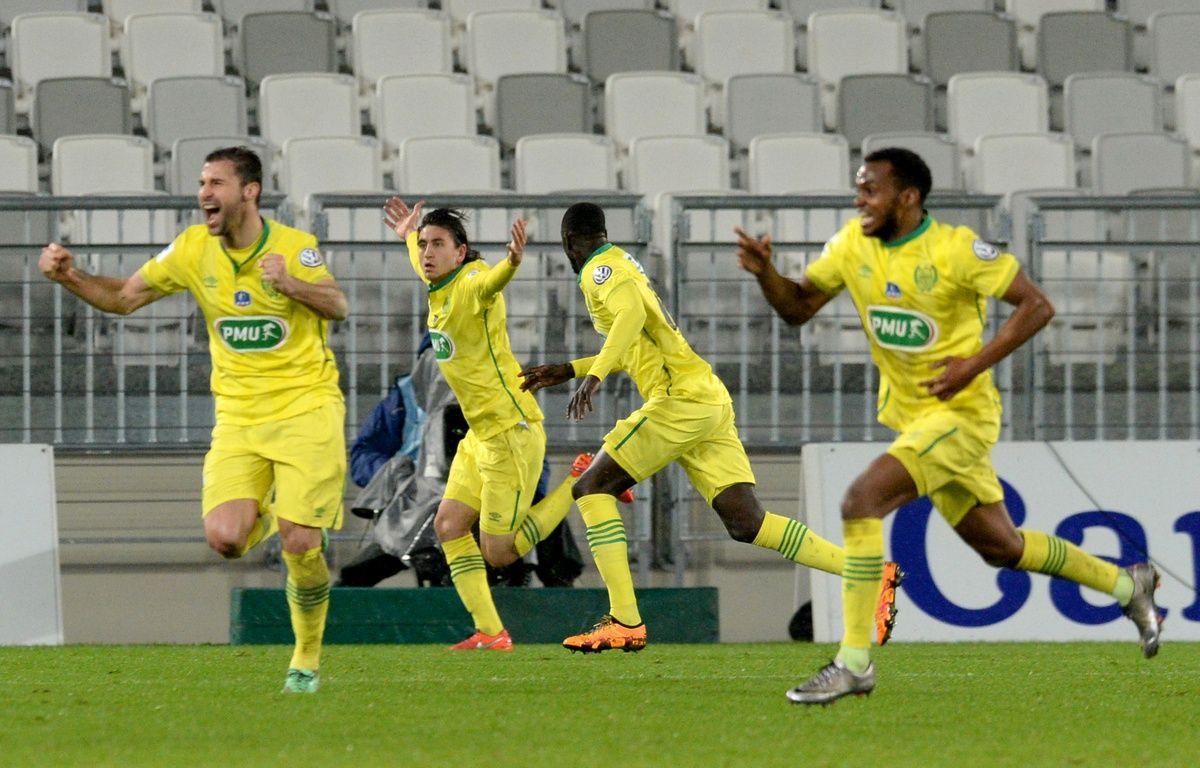 Les joueurs du FC Nantes fêtent leur quatrième but, synonyme de qualification pour les quarts de finale de la Coupe de France face aux Girondins, le 10 février 2016 à Bordeaux. – N. Tucat / AFP