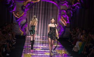 Le défilé Atelier Versace ce dimanche 5 juillet.