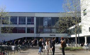 Le bâtiment emblématique du Patio, sur le campus strasbourgeois, a été de nouveau bloqué ce lundi matin.