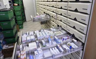 Relocaliser en France ou en Europe la production de certains médicaments pourrait permettre de lutter contre les pénuries fréquentes qui touchent de nombreux médicaments, donc de nombreux patients.