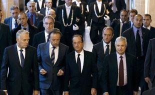 Le président François Hollande va demander au gouvernement le report d'un an, à 2015, des élections cantonales et régionales, car plusieurs autres scrutins sont déjà prévus en 2014 (municipales, européennes, sénatoriales), a-t-il dit vendredi.