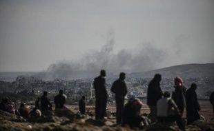 De la fumée s'élève le 24 octobre 2014 au dessus de la ville de Kobané, théâtre de violents combats