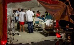 Plusieurs services du centre hospitalier universitaire de la Guadeloupe ont dû être délocalisés à la suite d'un incendie en novembre 2017.