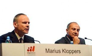 Le géant anglo-australien BHP Billiton a annoncé mercredi le départ de son PDG, Marius Kloppers, qui devient ainsi le dernier patron d'un groupe minier à devoir laisser sa place, dans un secteur plombé par une chute des cours des métaux et des acquisitions surpayées après des années fastes.