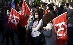 Des agents des écoles de Marseille lors d'une manifestation de FO