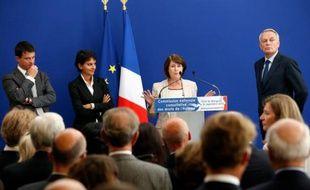 La présidente de la Commission nationale consultative des droits de l'Homme, Christine Lazerges (centre), en compagnie (de gauche à droite)  de Manuel Valls, Najat Vallaud-Belkacem et Jean-Marc Ayrault, à Matignon, le 24 septembre 2012