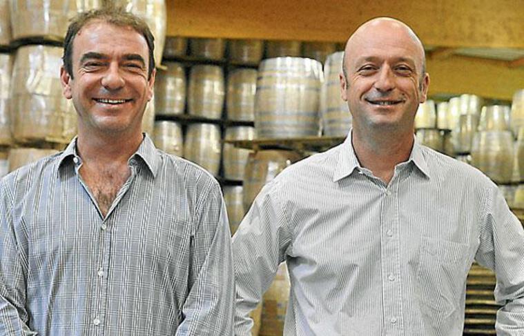 Guillaume et Stéphane Nadalié ont repris l'entreprise familiale de fabrication de barriques
