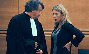 Marie-Hélène Martinez à côté de son avocat Me Gilbert Collard, le 11 septembre 2009, pour le dernier jour de son procès devant la cour d'assises des Bouches-du-Rhône où elle a été condamné, en compagnie de son mari, à dix de prison pour un double infanticide.