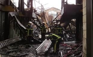 Les dégâts de l'incendie qui a ravagé la Cantine numérique sont spectaculaires.