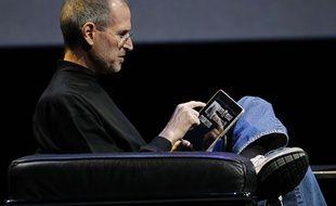Steve Jobs présente l'iPad, le 27 janvier 2010.