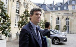 Le ministère du Redressement productif et la préfecture d'Ile-de-France ont démenti jeudi la convocation dans l'après-midi d'une réunion avec Pôle emploi sur PSA, annoncée par une source syndicale du service public de l'emploi.