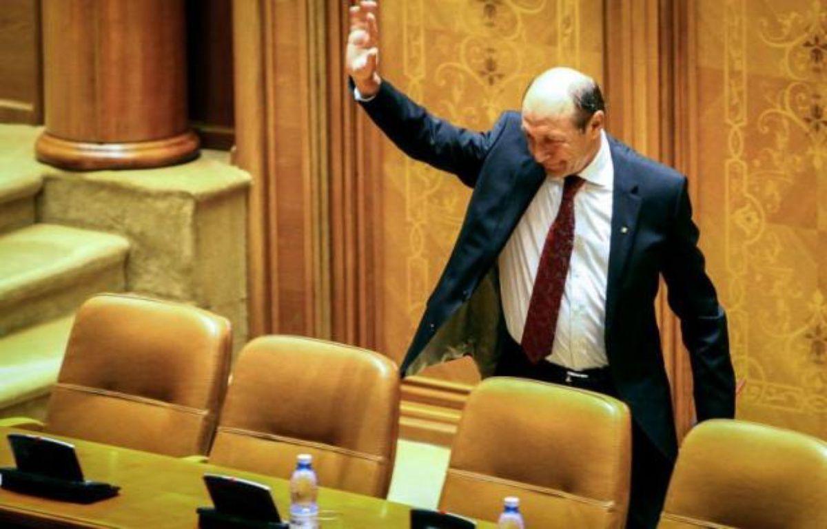 La Cour constitutionnelle de Roumanie a validé lundi la suspension du chef de l'Etat Traian Basescu, votée vendredi par le Parlement, et nommé le leader de la coalition de centre gauche au pouvoir, Crin Antonescu, comme président intérimaire. – Andrei Pungovschi afp.com