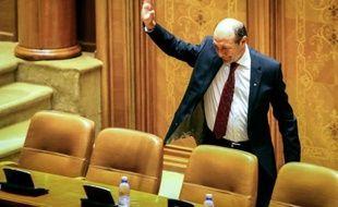 La Cour constitutionnelle de Roumanie a validé lundi la suspension du chef de l'Etat Traian Basescu, votée vendredi par le Parlement, et nommé le leader de la coalition de centre gauche au pouvoir, Crin Antonescu, comme président intérimaire.