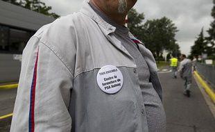 Un salarié de l'usine PSAd'Aulnay le 12 juillet 2012