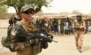 Soldats français lors d'une opération anti-terroriste le 4 juin 2015 dans le village de Bintagoungou près de Tombouctou au Mali